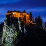 Blick auf die Bleder Burg vom Balkon eines Doppelzimmers im Hotel Kompas in Bled