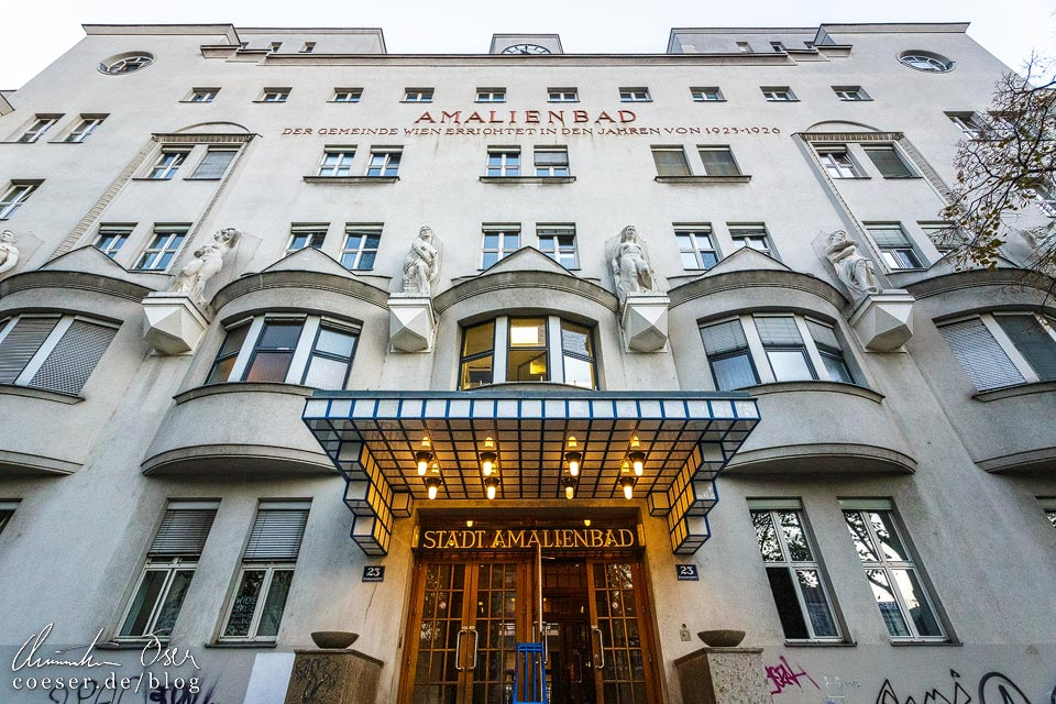 Haupteingang des Amalienbads in Wien