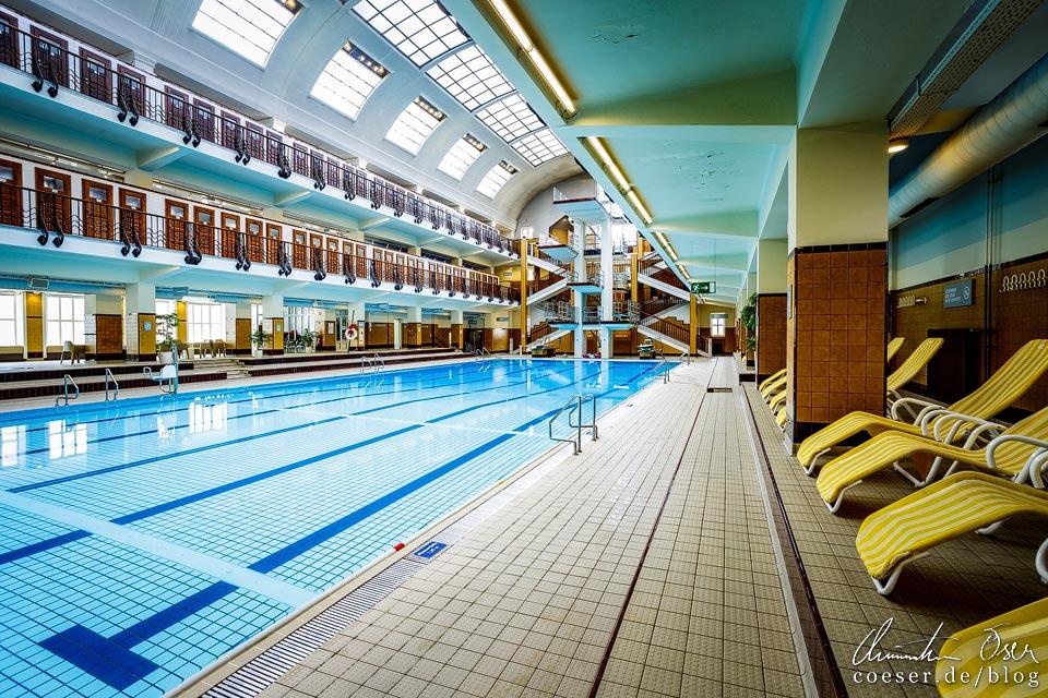 Schwimmhalle im Amalienbad in Wien