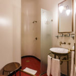 Bad im Doppelzimmer im Hotel Gerlóczy Rooms de Lux in Budapest