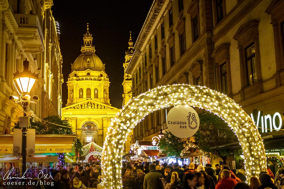 Weihnachtsmarkt vor der St.-Stephans-Basilika in Budapest