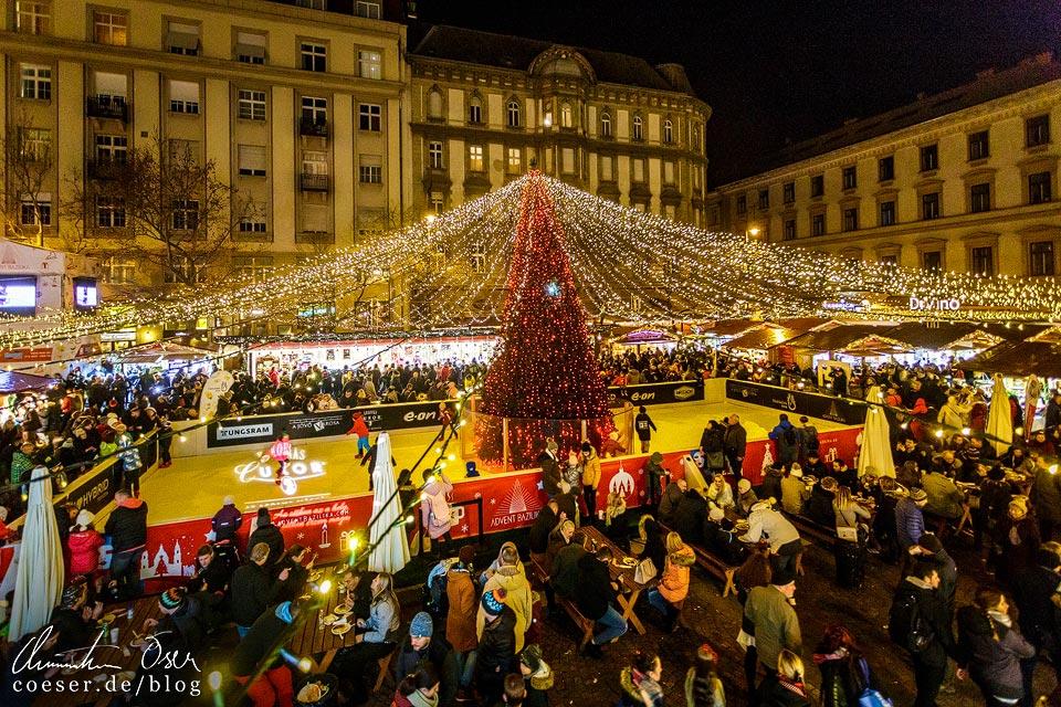Eislaufplatz am Weihnachtsmarkt vor der St.-Stephans-Basilika in Budapest