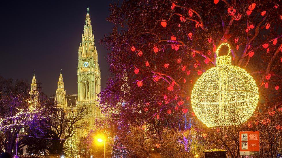 Herzerlbaum auf dem Christkindlmarkt vor dem Wiener Rathaus