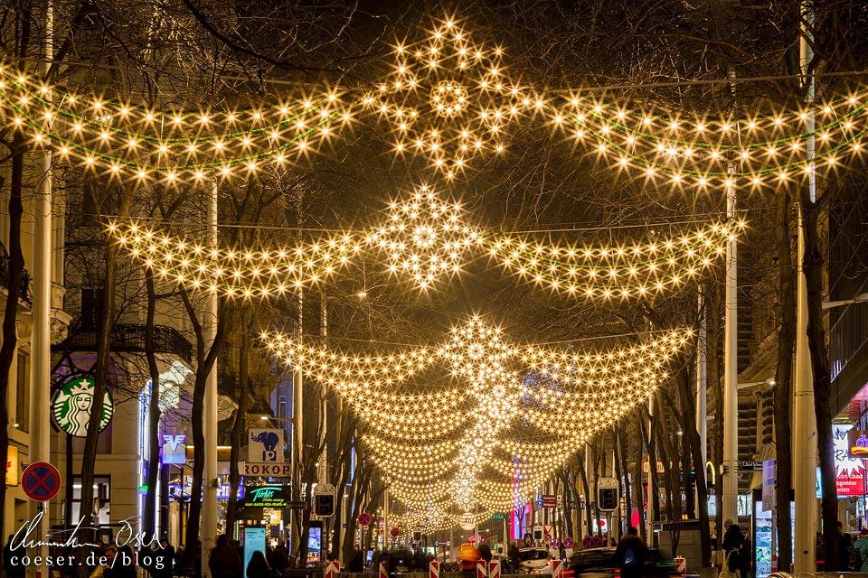 Weihnachtsbeleuchtung auf der Mariahilfer Straße in Wien