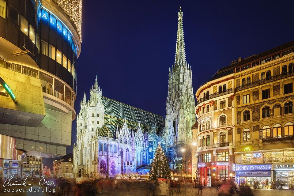 Weihnachtsmarkt am Wiener Stephansplatz und Stephansdom