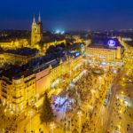 Blick auf den beleuchteten Ban-Jelačić-Platz und die Kathedrale vom Hochhaus Zagreb 360°
