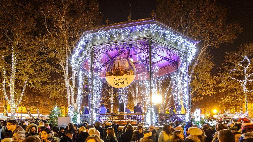 Beleuchteter Weihnachtsmarkt im Zrinjevac-Park in Zagreb