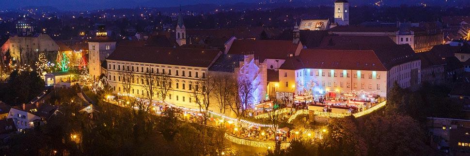 Beleuchteter Weihnachtsmarkt auf der Strossmayer-Promenade in Zagreb