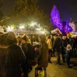 Besucher auf dem Weihnachtsmarkt Fooling around (Fuliranje) in Zagreb