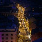 Blick auf die weihnachtlich beleuchtete Einkaufsstraße Jurišićeva in Zagreb