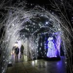 Stimmungsvolles Weihnachtsbeleuchtung in der Marić-Passage von Zagreb