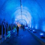 Der blau beleuchtete Grič-Tunnel in Zagreb