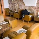 Bequemer Sitzbereich im Café Kavana Lav in Zagreb