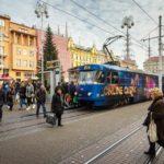 Eine Straßenbahn auf dem Ban-Jelačić-Platz in Zagreb