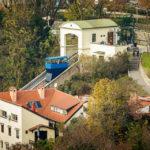 Blick vom Hochhaus Zagreb 360° auf die Bergstation der Standseilbahn (Uspinjača) in Zagreb