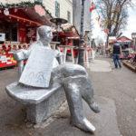 Silberne Statue des Dichters und Schriftstellers Antun Gustav Matoš auf der Strossmayer-Promenade in Zagreb