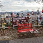 Parkbank und Adventlaternen auf der Strossmayer-Promenade in Zagreb