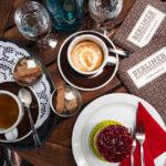 Kaffee und Kuchen in der Berliner Kaffeerösterei