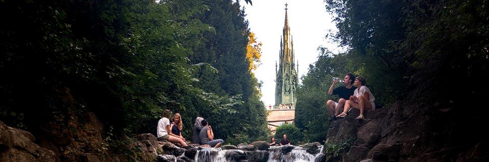 Wasserfall im Viktoriapark in Berlin