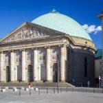 Außenansicht der St.-Hedwigs-Kathedrale in Berlin