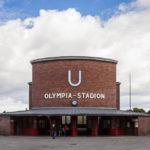 Außenansicht der U-Bahn-Station Olympia-Stadion in Berlin