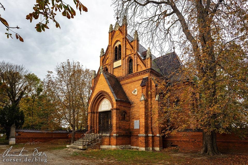 Aufbahrungshalle vor dem jüdischen Friedhof in Břeclav (Lundenburg)