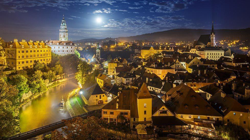 Nachtaufnahme von Český Krumlov