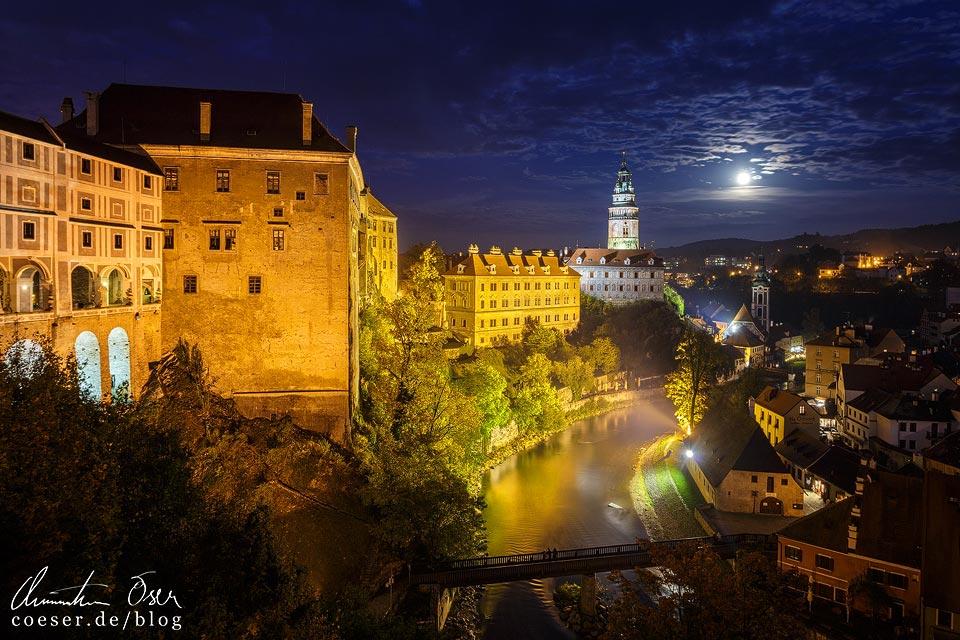 Beleuchtetes Schloss und Altstadt von Český Krumlov