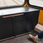 In den alten Straßenbahn-Garnituren in Zürich kann man ganz hinten selbst die Klingel betätigen