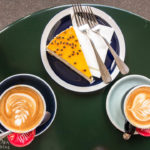 Cappucchino und Cheesecake im Café Milchbar in Zürich