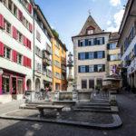 Der Napfbrunnen in der Spiegelgasse in der Züricher Altstadt