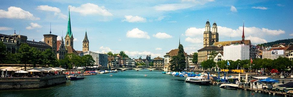 Klassische Stadtansicht von der Quaibrücke in Zürich
