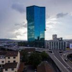 Der Prime Tower in Zürich vom Freitag Tower aus gesehen