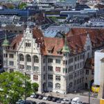 Das Stadthaus in Zürich vom Karlsturm des Grossmünsters aus gesehen
