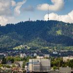 Der Uetliberg vom Prime Tower in Zürich aus gesehen