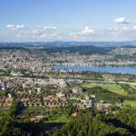 Blick auf Zürich und Umgebung vom Aussichtsturm auf dem Uetliberg