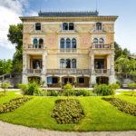 Außenansicht der Villa Patumbah und der Gartenanlage in Zürich