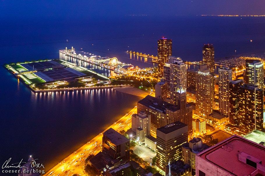 Aussicht von der Plattform 360 Chicago im John Hancock Tower auf den Navy Pier und Lake Michigan