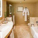 Bad im Doppelzimmer im Hotel Sofitel Chicago Magnificent Mile