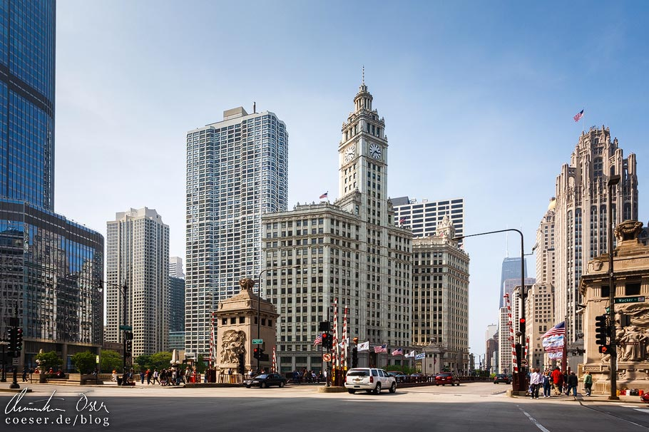 Wrigley Tower und Tribune Tower auf der Magnificent Mile von Chicago