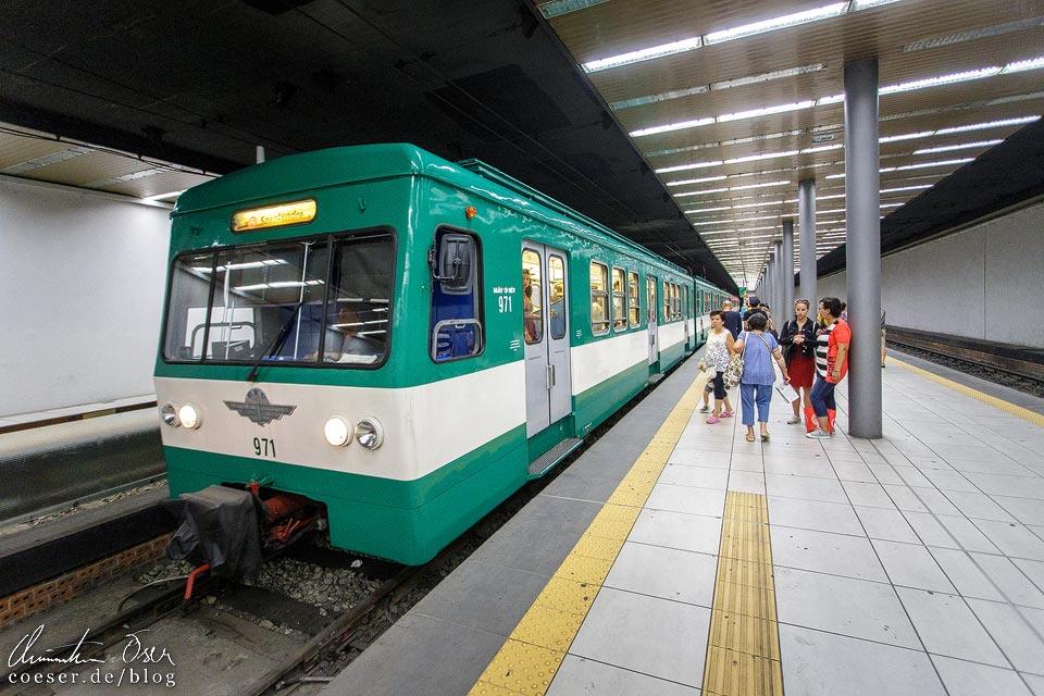 S-Bahn H5 nach Szentendre in der Station Batthyány tér in Budapest