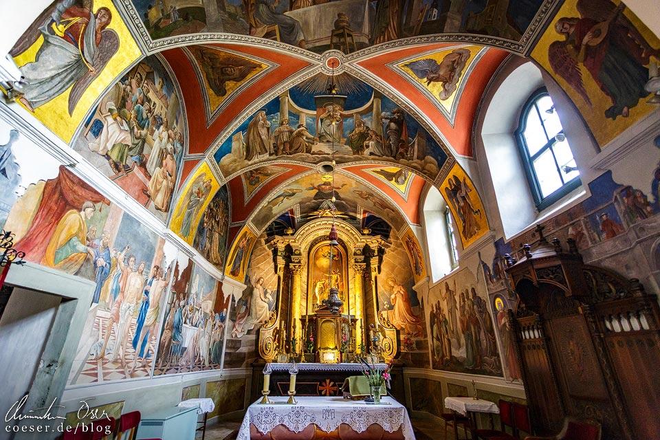 Innenansicht der Katholischen Pfarrkirche St. Johannes im Künstlerdorf Szentendre