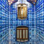Blaues Treppenhaus der Casa Batlló von Antoni Gaudì