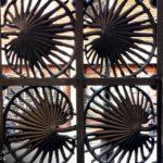Schmiedeeisernes Eingangstor in Form von Zwergpalmblättern in der Casa Vicens von Antoni Gaudì in Barcelona