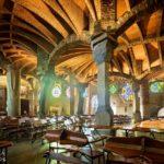 Innenansicht der Krypta von Antoni Gaudì in der Colònia Güell nahe Barcelona