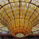 Lichtkuppel im Konzertsaal im Palau de la Música Catalana von Lluís Domènech i Montaner in Barcelona