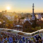 Sonnenaufgang gesehen vom Park Güell von Antoni Gaudì in Barcelona
