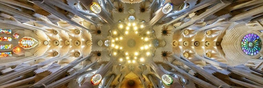 Innenansicht der Sagrada Família in Barcelona