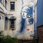 """The girl with the pierced eardrum"" (2014) von Banksy in Bristol"