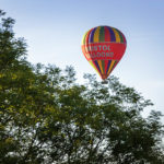 Ein Heißluftballon während der Bristol Balloon Fiesta